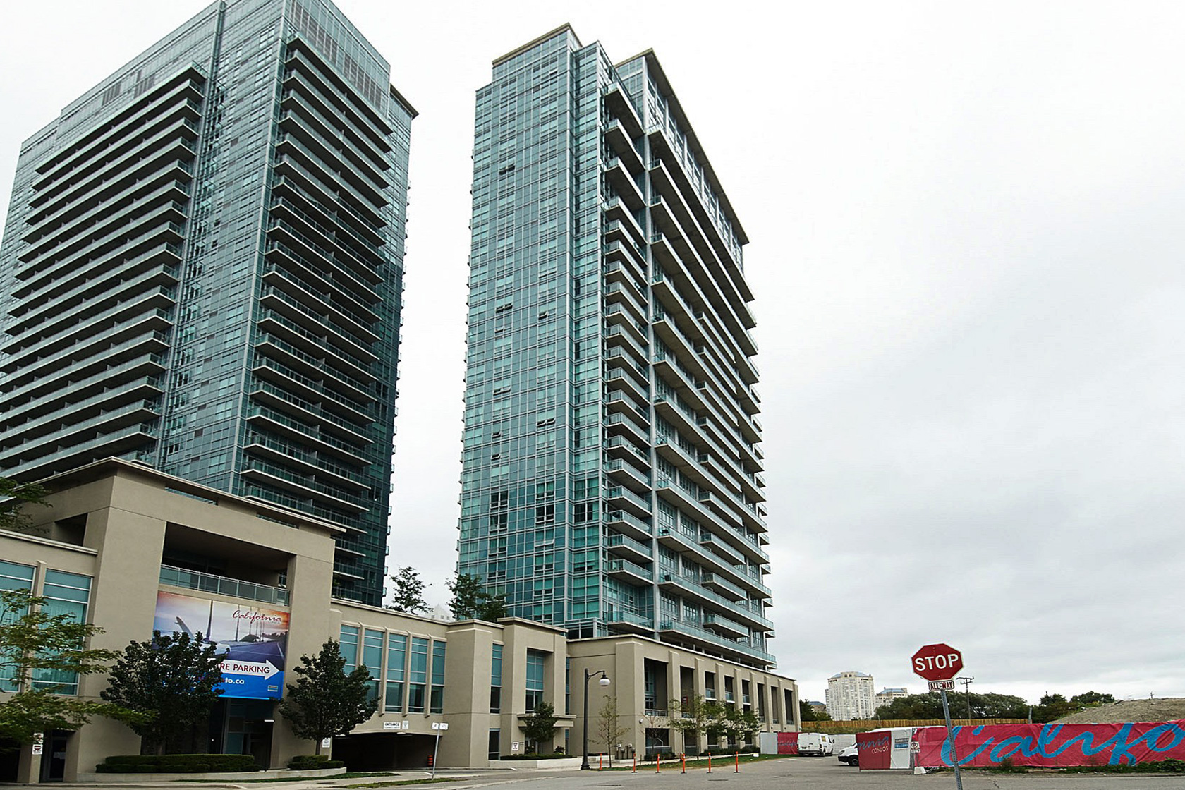 iloft iLoft at Mystic Pointe | Monthly Featured Condo | June 2017 155 legion rd n toronto etobicoke iloft ilofts condo park lawn condos